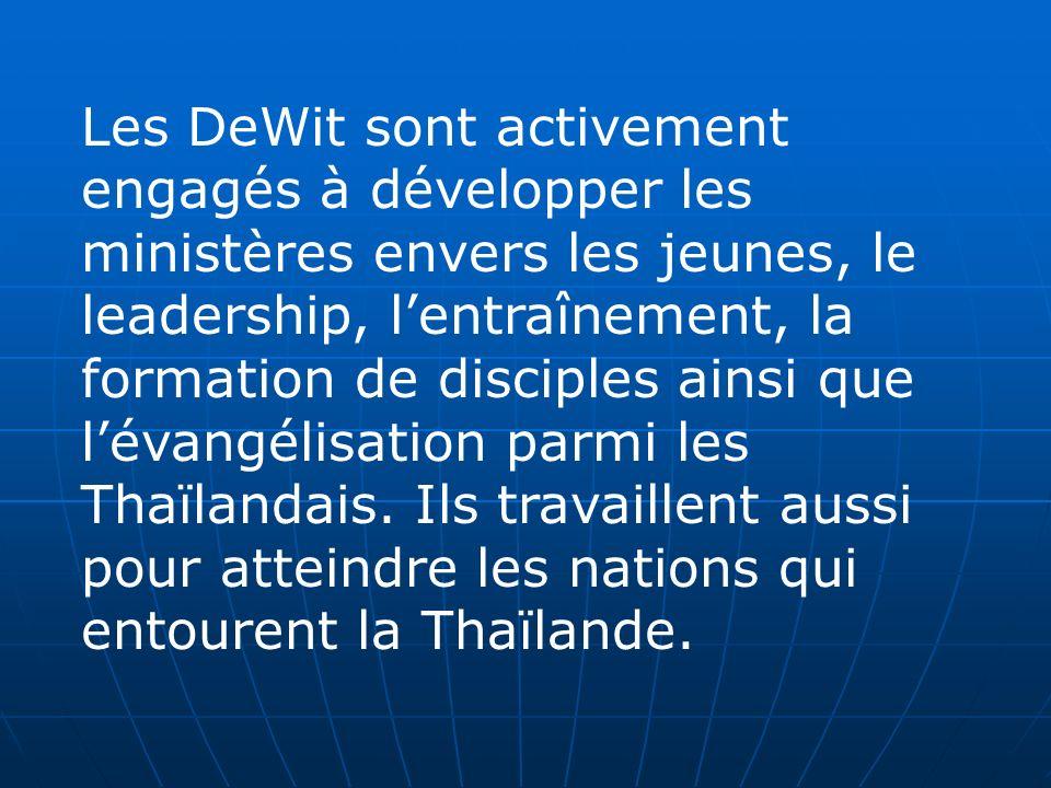 Les DeWit sont activement engagés à développer les ministères envers les jeunes, le leadership, lentraînement, la formation de disciples ainsi que lév