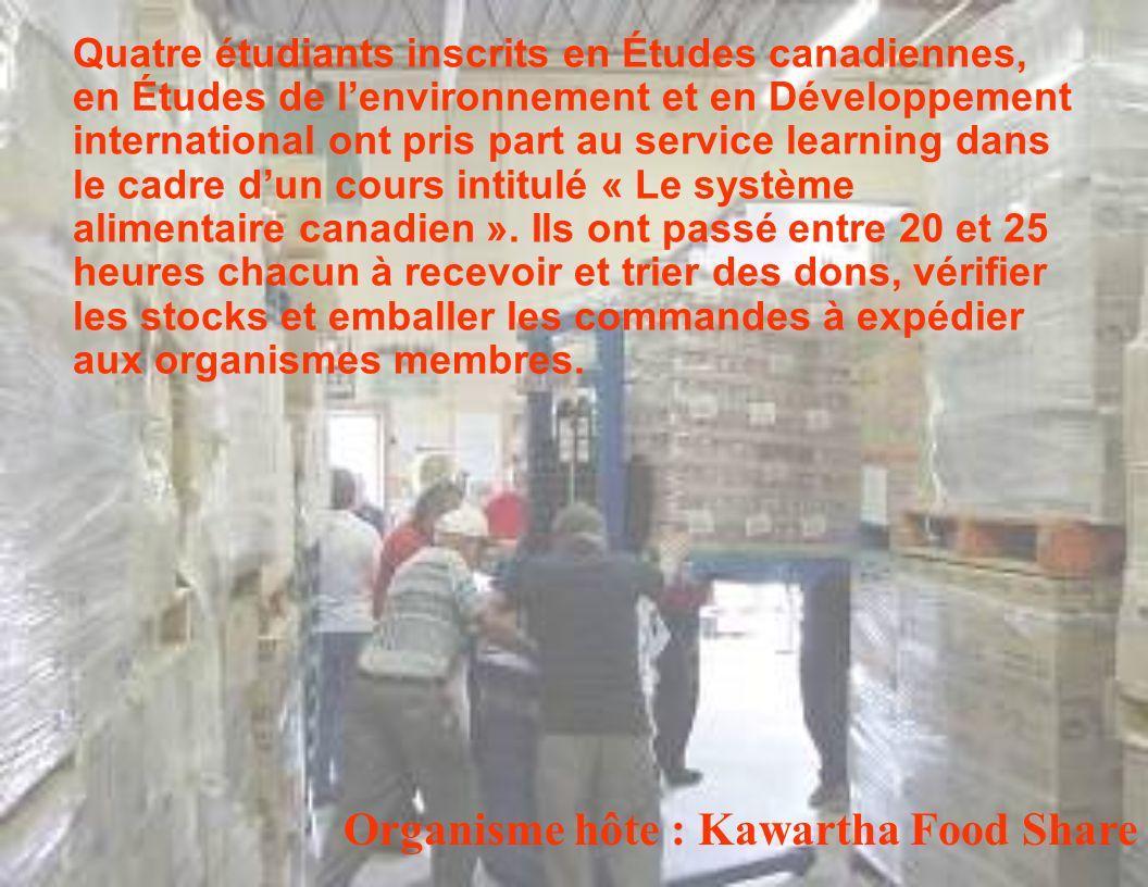 Quatre étudiants inscrits en Études canadiennes, en Études de lenvironnement et en Développement international ont pris part au service learning dans le cadre dun cours intitulé « Le système alimentaire canadien ».