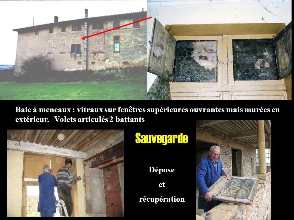 Sauvegarde Dépose et récupération Baie à meneaux : vitraux sur fenêtres supérieures ouvrantes mais murées en extérieur. Volets articulés 2 battants