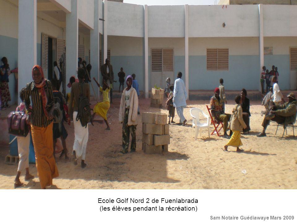 Ecole Golf Nord 2 de Fuenlabrada (les élèves pendant la récréation) Sam Notaire Guédiawaye Mars 2009
