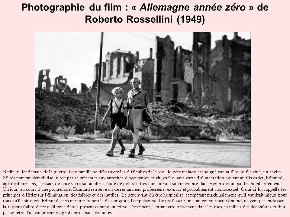 Photographie du film : « Allemagne année zéro » de Roberto Rossellini (1949) Berlin au lendemain de la guerre. Une famille se débat avec les difficult