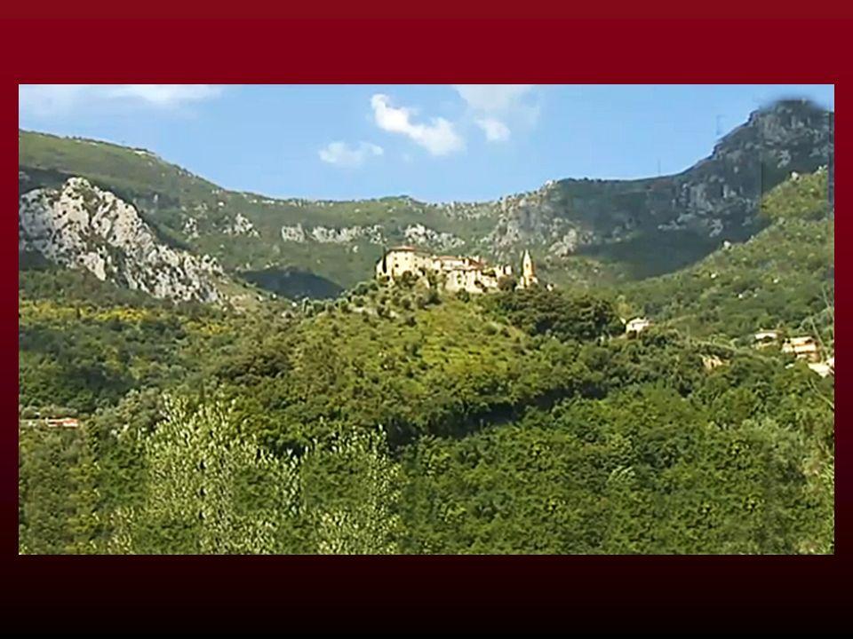 Le village de GORBIO, dans les Alpes-Maritimes, fête cette année, du 7 au 8 septembre 2013 le tricentenaire de lorme qui orne sa place principale