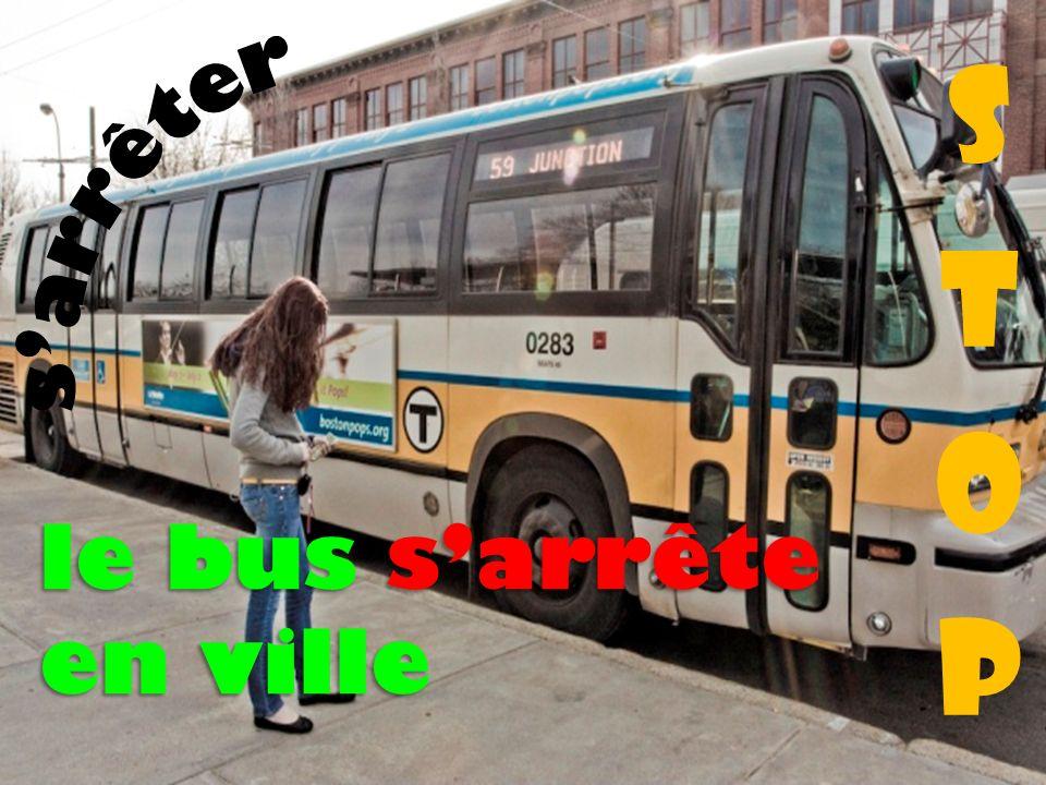le bus sarrête en ville