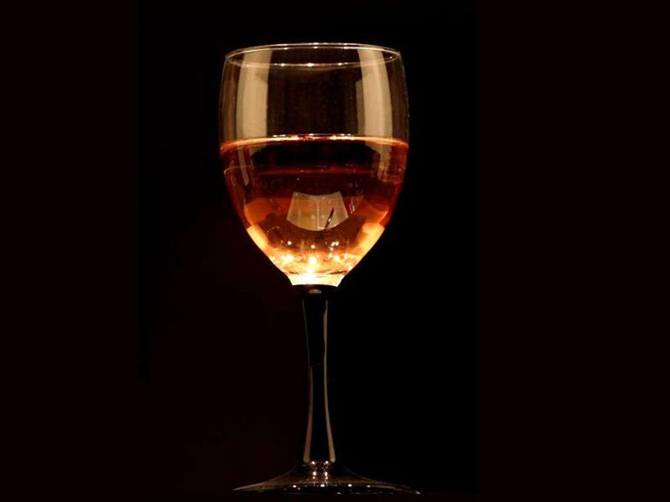 Le vin console les tristes, rajeunit les vieux, inspire les jeunes, soulage les déprimés du poids de leurs soucis.