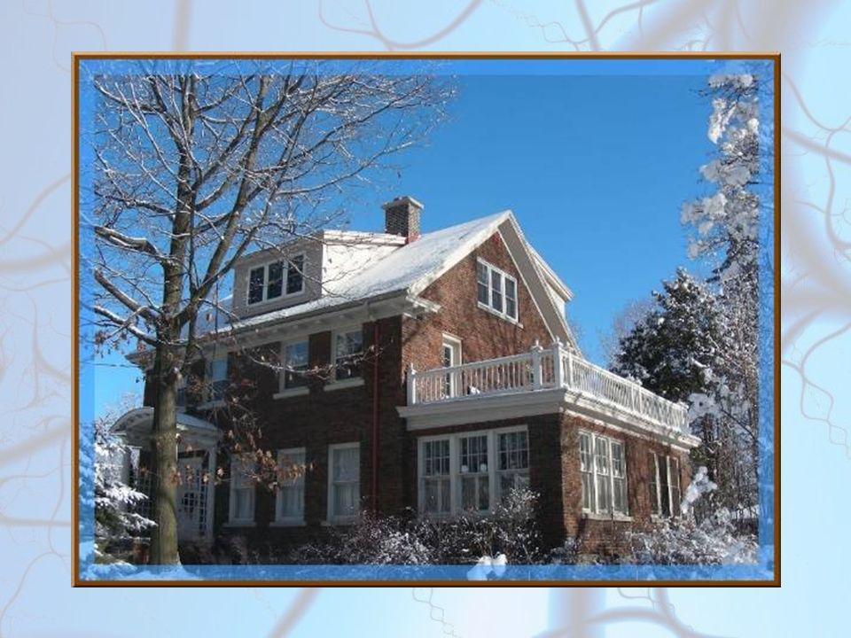 Il a neigé Il a neigé dans l aube rose Si doucement neigé, Que le chaton croit rêver.
