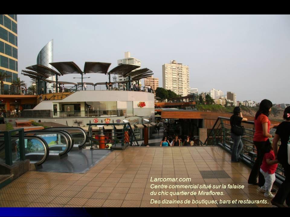 Larcomar.com Centre commercial situé sur la falaise du chic quartier de Miraflores. Des dizaines de boutiques, bars et restaurants.