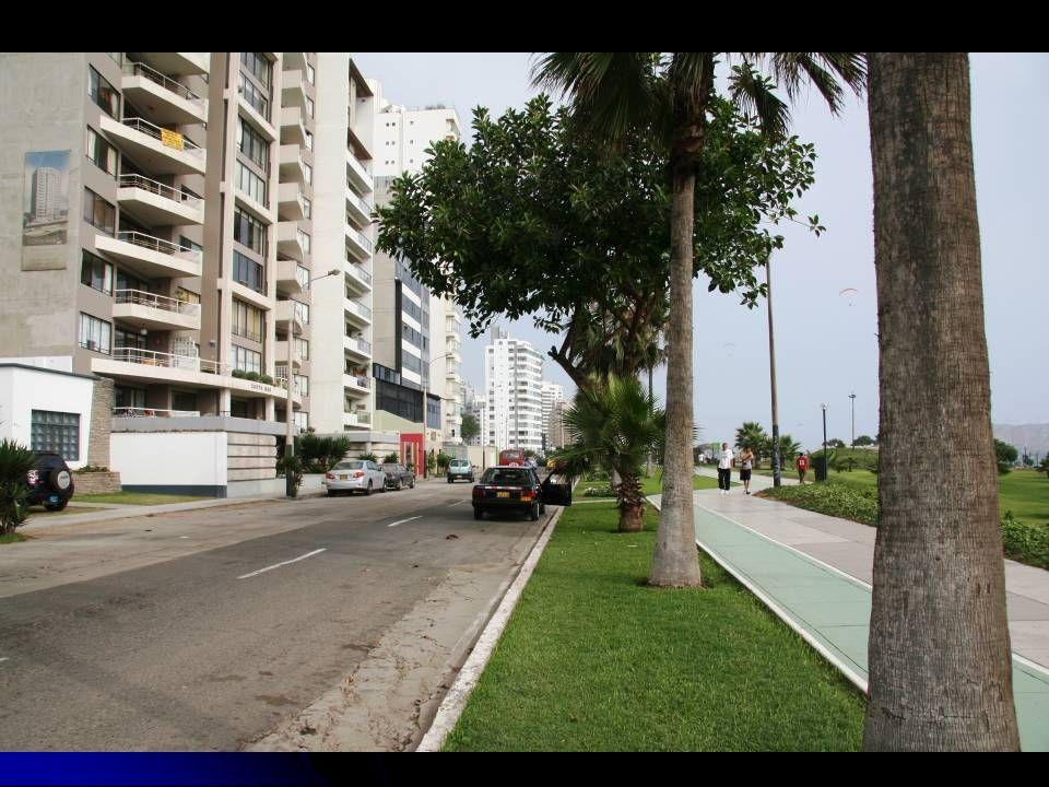 Larcomar.com Centre commercial situé sur la falaise du chic quartier de Miraflores.