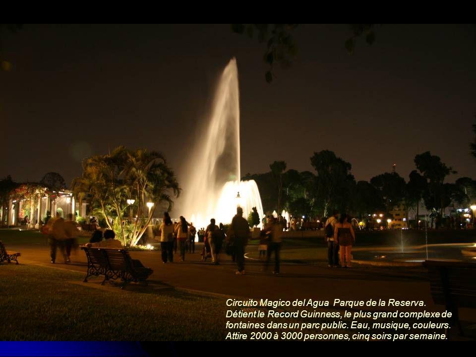 Circuito Magico del Agua Parque de la Reserva. Détient le Record Guinness, le plus grand complexe de fontaines dans un parc public. Eau, musique, coul