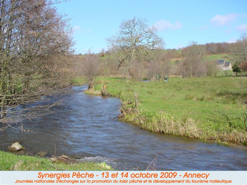 « environnement » Une rivière naturelle, praticable dans un cadre préservé. « peuplements piscicoles » Des poissons nombreux, de bonne taille et le pl