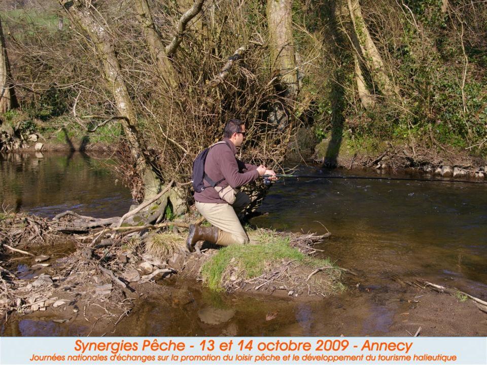 II.2 Le pêcheur « nature » II.2 Le pêcheur « nature » Il fuit les poissons de déversement et préfère la bredouille aux truites surdensitaires. Il prat