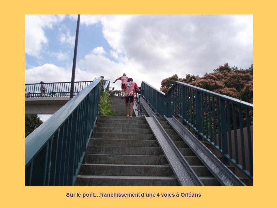 Sur le pont…franchissement dune 4 voies à Orléans
