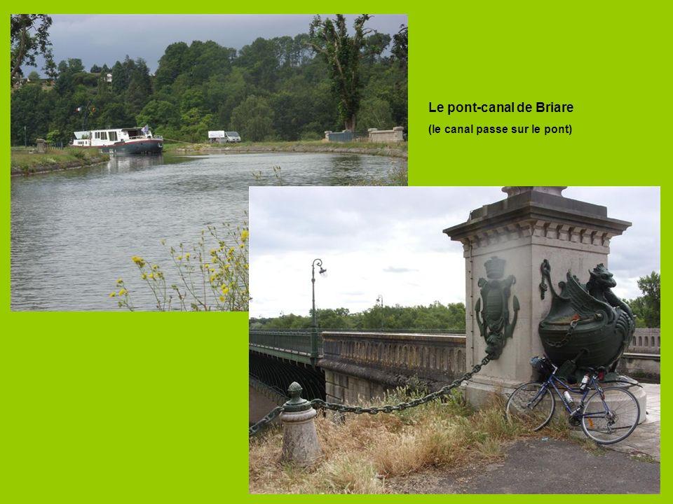 Le pont-canal de Briare (le canal passe sur le pont)