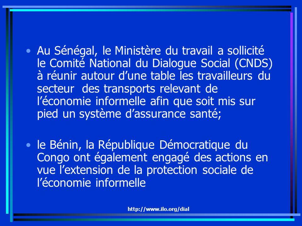http://www.ilo.org/dial Au Sénégal, le Ministère du travail a sollicité le Comité National du Dialogue Social (CNDS) à réunir autour dune table les travailleurs du secteur des transports relevant de léconomie informelle afin que soit mis sur pied un système dassurance santé; le Bénin, la République Démocratique du Congo ont également engagé des actions en vue lextension de la protection sociale de léconomie informelle