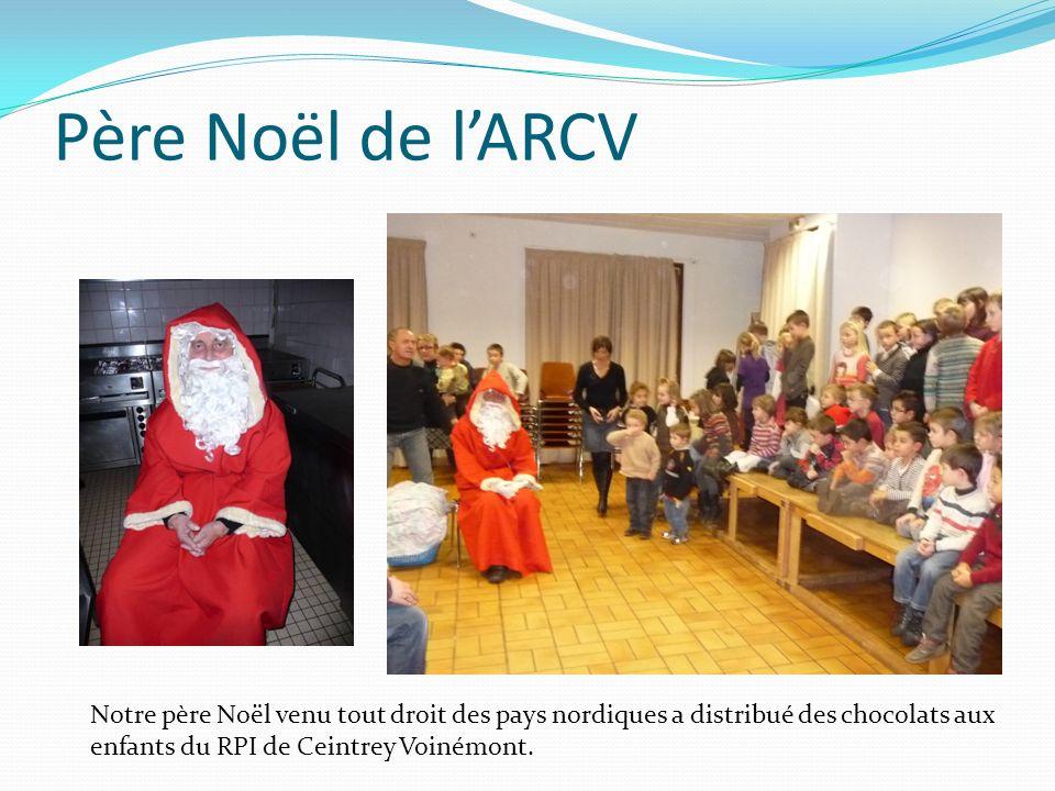 Père Noël de lARCV Notre père Noël venu tout droit des pays nordiques a distribué des chocolats aux enfants du RPI de Ceintrey Voinémont.