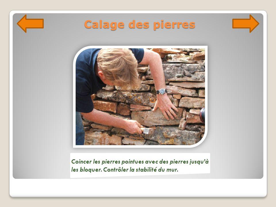 Calage des pierres Coincer les pierres pointues avec des pierres jusquà les bloquer. Contrôler la stabilité du mur.