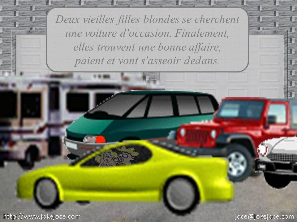 Deux vieilles filles blondes se cherchent une voiture d occasion.