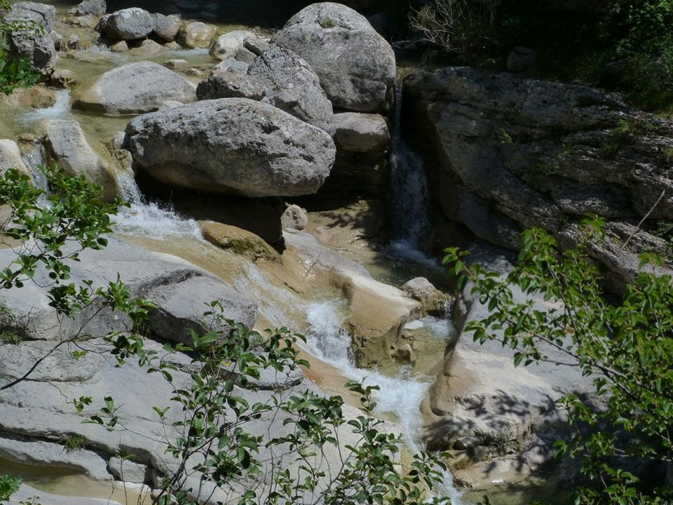 Dici, quelle belle vue sur le lac !! Bonne rando les Amis. www.photorandromesud.com