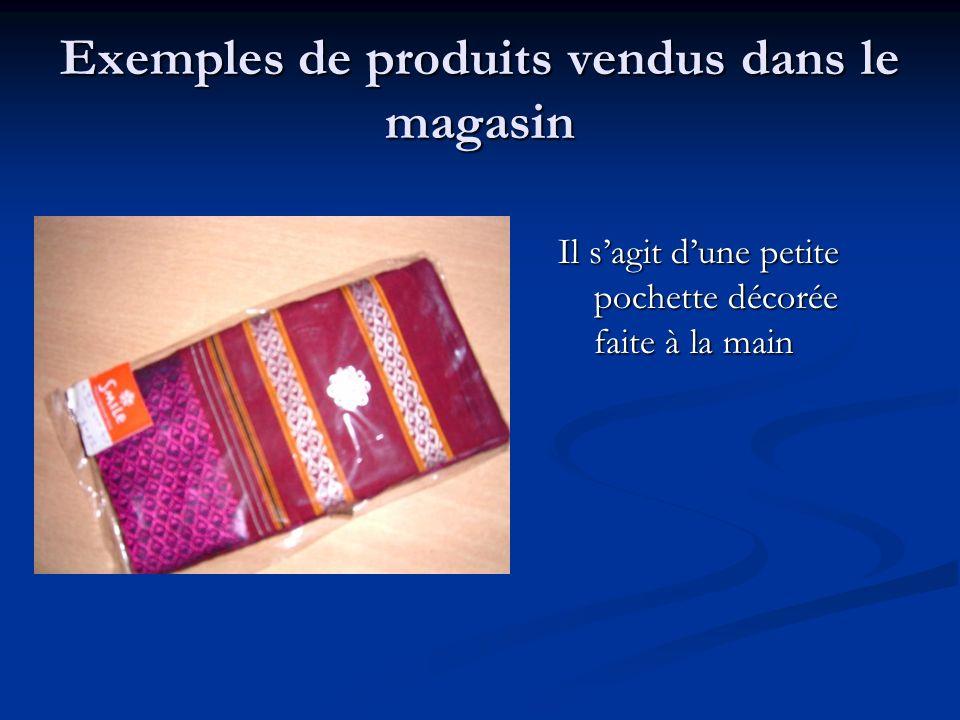 Exemples de produits vendus dans le magasin Il sagit dune petite pochette décorée faite à la main