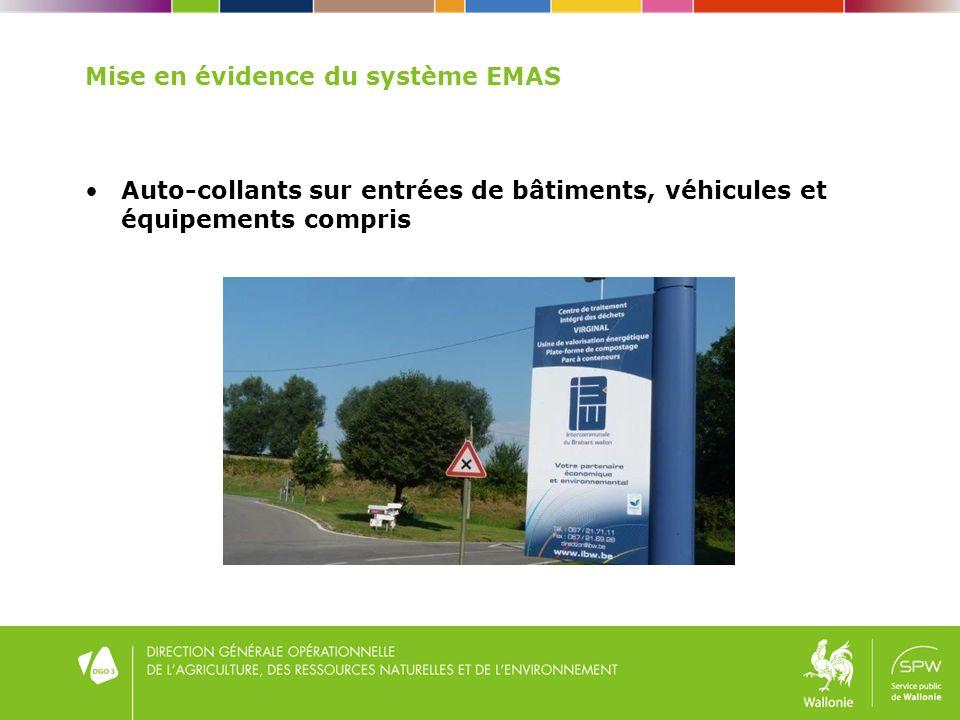 Mise en évidence du système EMAS Auto-collants sur entrées de bâtiments, véhicules et équipements compris