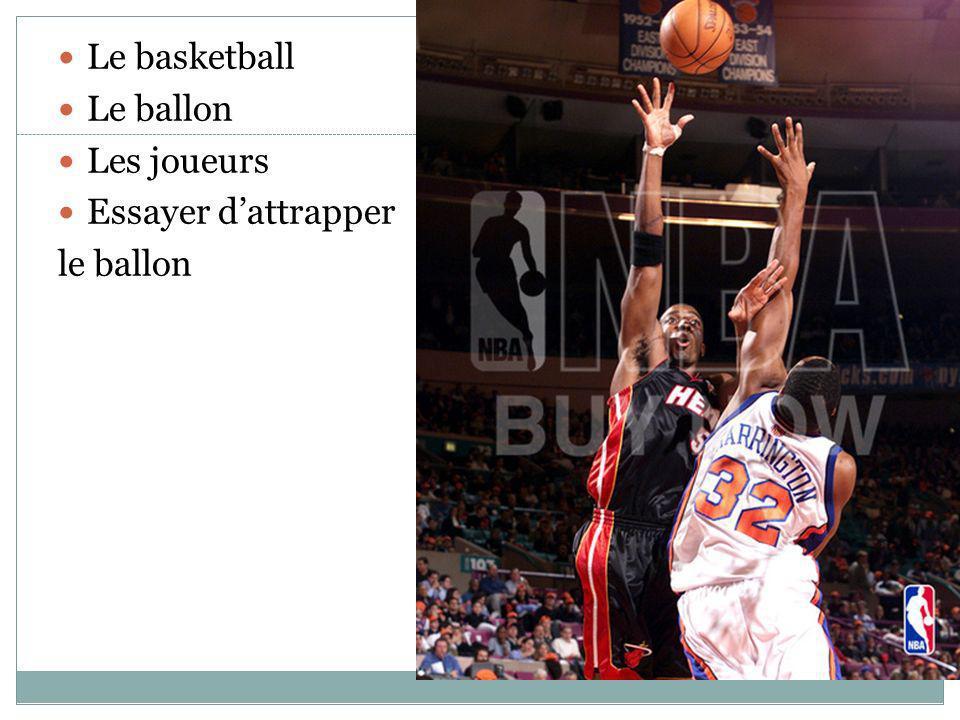 Le basketball Le ballon Les joueurs Essayer dattrapper le ballon
