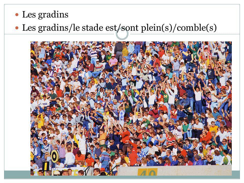 Les gradins Les gradins/le stade est/sont plein(s)/comble(s)