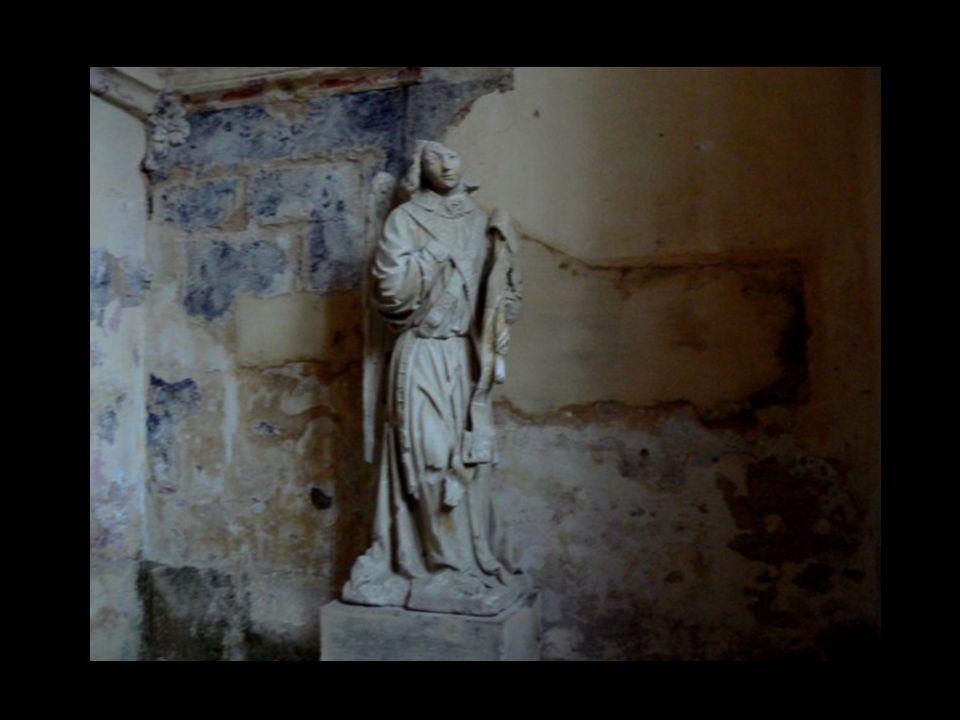 Le XIIIè siècle est faste pour l ensemble des citadins : reconstruction de l église St Genès, complétée au XVè siècle par une étonnante tribune avec sa chaire en cul-de-lampe, construction du chœur et installation de stalles finement sculptées, destinées à la Confrérie des Messieurs de St Genès , L Ange de l Annonciation chef d œuvre daté de cette époque.