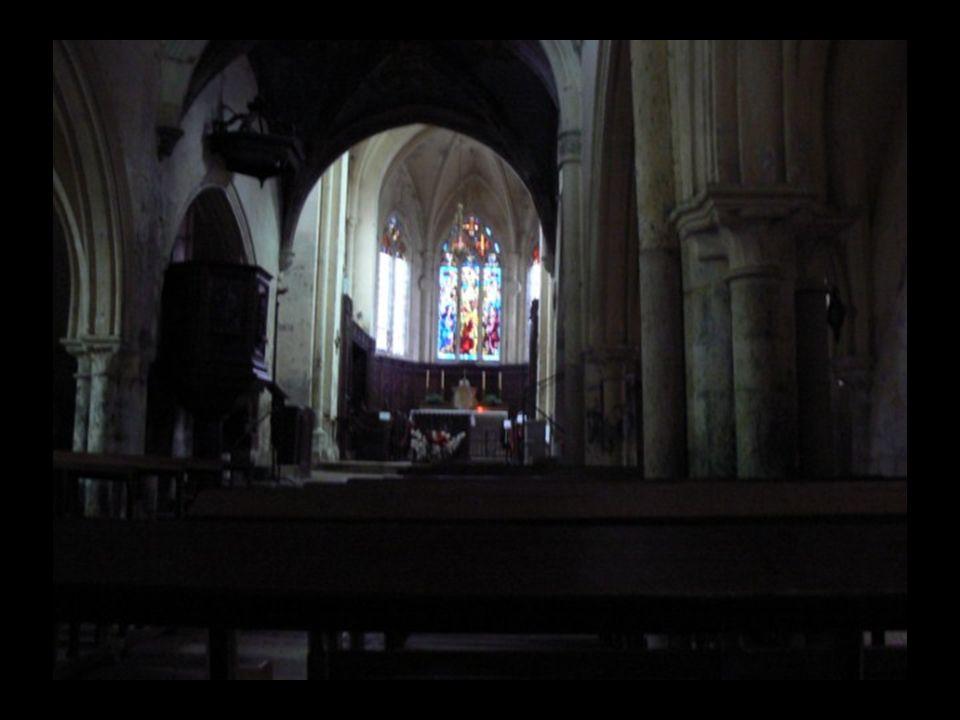 Au Xè siècle le développement de la Cité est attesté par l existence de l église paroissiale St Genès.