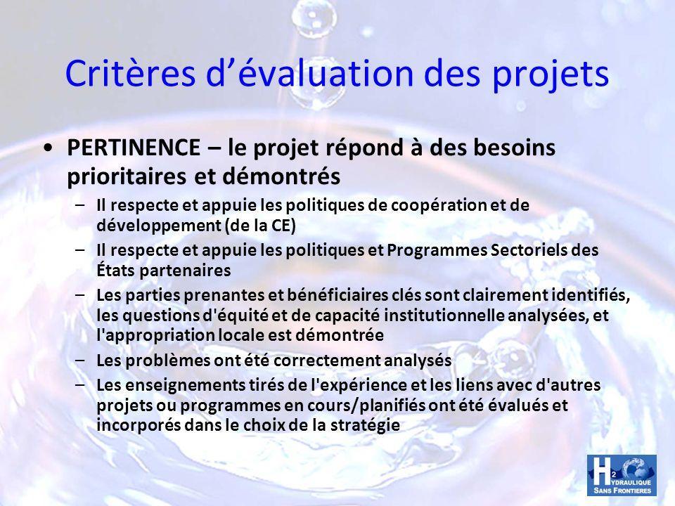 Critères dévaluation des projets FAISABILITÉ – Le projet a été bien conçu et apportera des bénéfices tangibles et durables aux groupes cibles –Les objectifs globaux et spécifiques, les résultats et le programme dactivités sont clairs et logiques, et traitent des besoins clairement identifiés –Les estimations en matière de moyens et de coûts sont claires, et le projet est économiquement viable –Les dispositifs de coordination/gestion et de financement sont clairs et appuie le renforcement institutionnel et l appropriation locale –Le système de monitoring/d évaluation et de la «redevabilité» est clair et pratique –Hypothèses /risques ont été identifiés et évalués, et semblent acceptables –Le projet est acceptable et «durable» sur le plan environnemental, technique et social