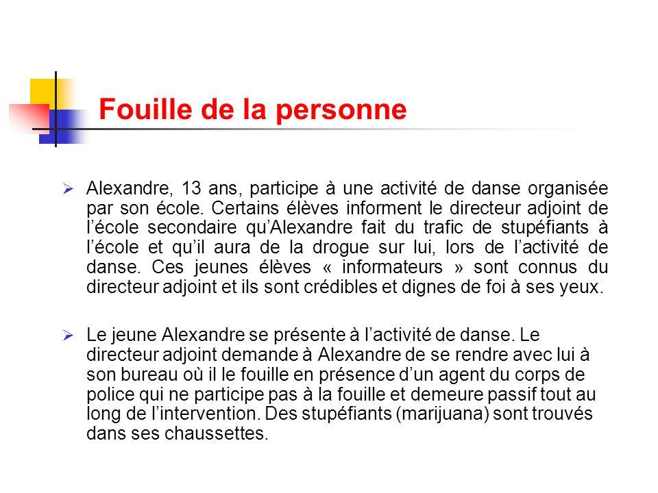 Fouille de la personne Alexandre, 13 ans, participe à une activité de danse organisée par son école. Certains élèves informent le directeur adjoint de