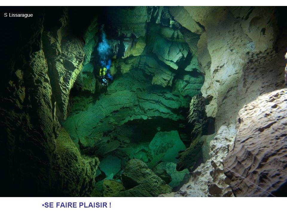 LA PLONGÉE SOUTERRAINE : EN QUOI ÇA CONSISTE ? DEFINITION : Plonger dans des galeries noyées. POUR QUOI FAIRE ? Franchir un obstacle dans la grotte (l