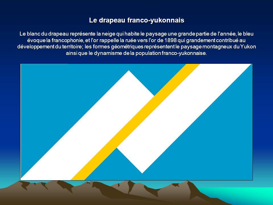 Le drapeau franco-yukonnais Le blanc du drapeau représente la neige qui habite le paysage une grande partie de l année, le bleu évoque la francophonie, et l or rappelle la ruée vers l or de 1898 qui grandement contribué au développement du territoire; les formes géométriques représentent le paysage montagneux du Yukon ainsi que le dynamisme de la population franco-yukonnaise.