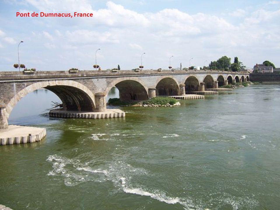 Pont de lIndépendance à Budapest, Hongrie