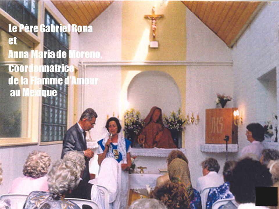 33 Le Père Gabriel Rona et Anna Maria de Moreno, c oordonnatrice de la Flamme dAmour au Mexique