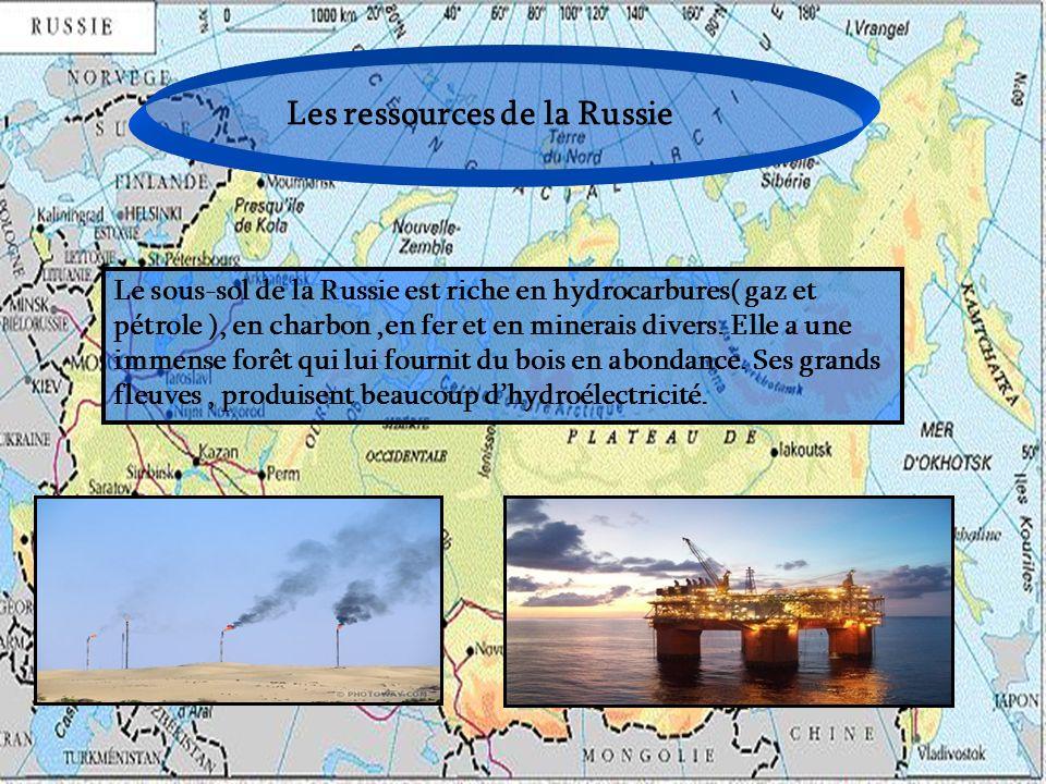 Les ressources de la Russie Le sous-sol de la Russie est riche en hydrocarbures( gaz et pétrole ), en charbon,en fer et en minerais divers. Elle a une