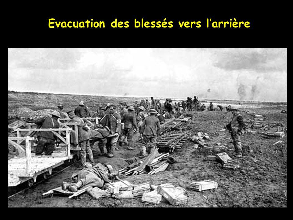 Si je pouvais tenir tes Problèmes dans mes Les Canadiens évacuent des blessés avec laide de prisonniers Allemands
