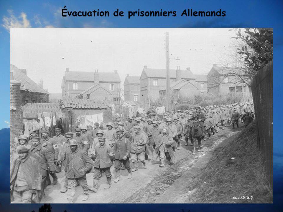 Julian BYNG Les troupes Canadiennes sont sous le commandement du Général Julian BYNG, secondé par Le Général Arthur CURRIE Arthur CURRIE