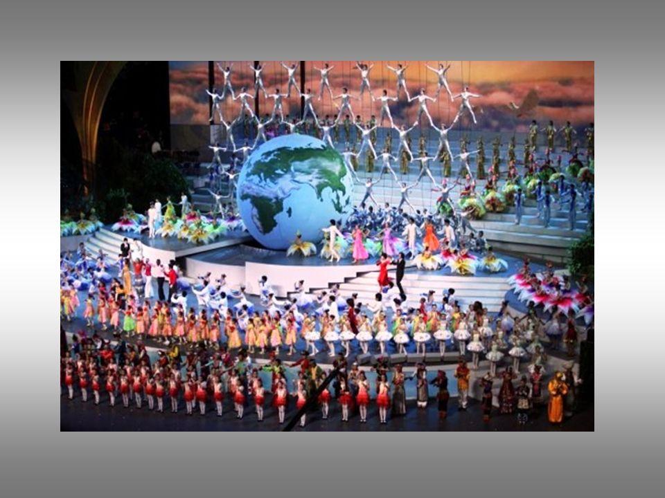 La cérémonie se déroule en présence d une vingtaine de chef d Etat et de gouvernement et de milliers de spectateurs.
