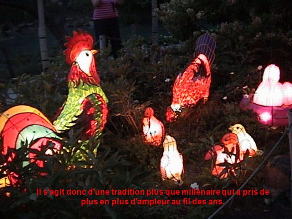 En Chine, l utilisation des lanternes pour égayer et illuminer les fêtes chinoises remonte à la dynastie des Han (207 avant J.-C.
