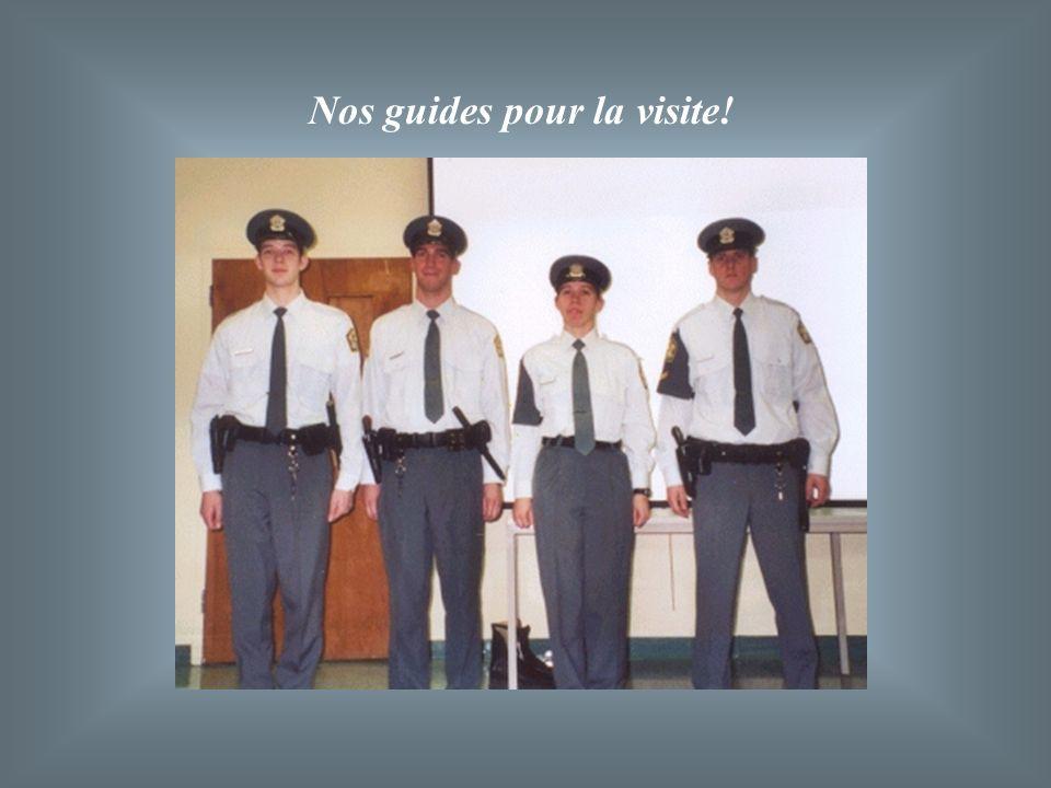 Ils doivent toujours être respectueux à légard de toute personne. Ils sadressent toujours à leurs compagnons en disant : «Monsieur… ». Les instructeur