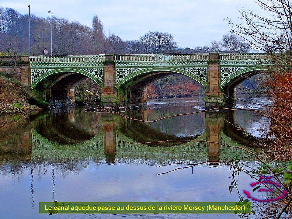 Un britanique, Francis Egerton commence la construction de ce canal en 1759. Son intention est de transporté le charbon plus facilement des mines proc