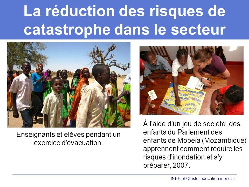 La réduction des risques de catastrophe dans le secteur de l éducation INEE et Cluster éducation mondial À l aide d un jeu de société, des enfants du Parlement des enfants de Mopeia (Mozambique) apprennent comment réduire les risques d inondation et s y préparer, 2007.