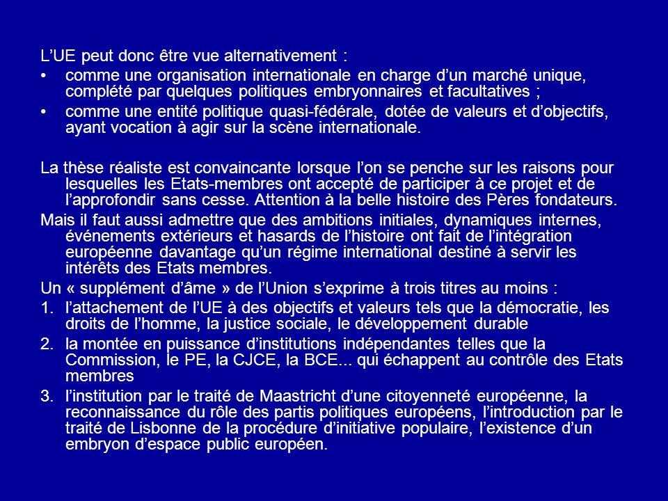 LUE peut donc être vue alternativement : comme une organisation internationale en charge dun marché unique, complété par quelques politiques embryonna