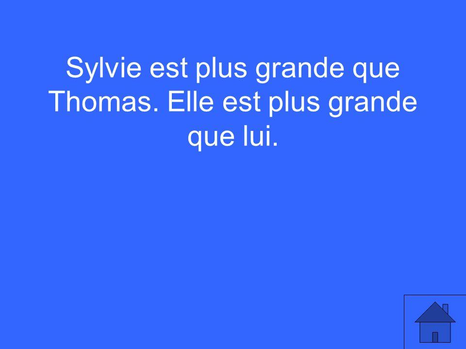 Sylvie est plus grande que Thomas. Elle est plus grande que lui.