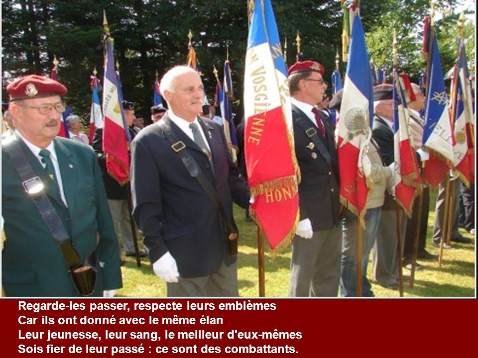 En réponse mon petit, notre patrie la France Pour être grande et forte compte sur ses enfants Beaucoup d'entre eux sont morts le cœur plein d'espéranc