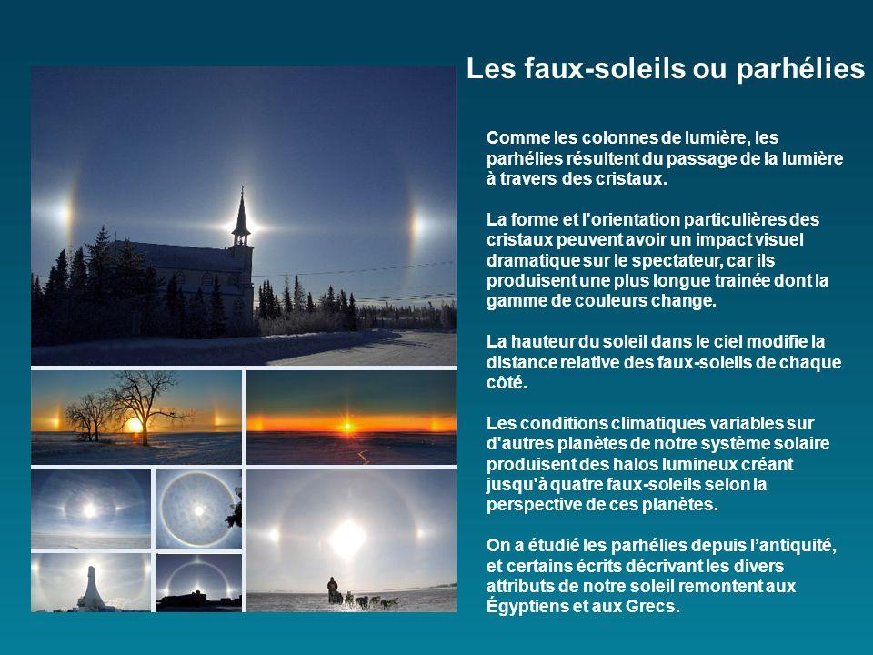 Les colonnes de lumière apparaissent comme des piliers lumineux verticaux qui sélèvent dans le ciel, comme des cylindres dans lespace, apparemment san