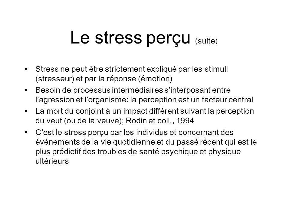Le stress perçu (suite) Stress ne peut être strictement expliqué par les stimuli (stresseur) et par la réponse (émotion) Besoin de processus intermédi