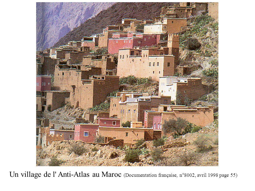 Un village de l' Anti-Atlas au Maroc (Documentation française, n°8002, avril 1998 page 55) (Documentation française n°8002 avril 1998 page 47)