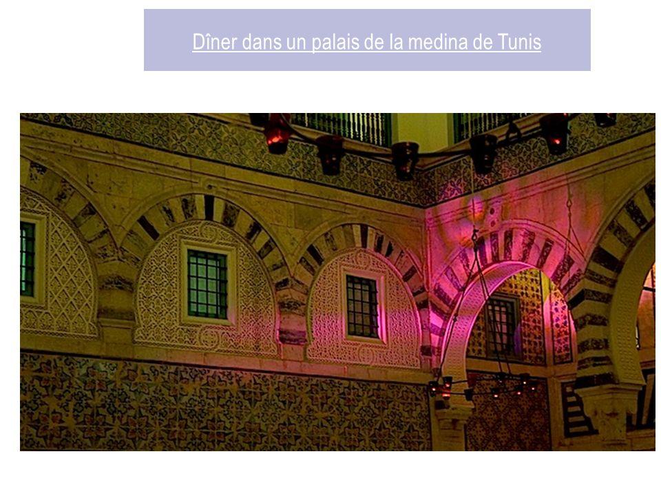 Dîner dans un palais de la medina de Tunis Dar Hammouda Pacha, anciennement Dar Chahed, est un palais de la médina de Tunis construite par Hammouda Pacha Bey, prince de la dynastie des Mouradites vers 1630