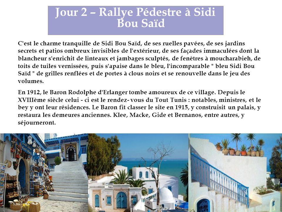 C est le charme tranquille de Sidi Bou Saïd, de ses ruelles pavées, de ses jardins secrets et patios ombreux invisibles de l extérieur, de ses façades immaculées dont la blancheur s enrichit de linteaux et jambages sculptés, de fenêtres à moucharabieh, de toits de tuiles vernissées, puis s apaise dans le bleu, l incomparable bleu Sidi Bou Saïd de grilles renflées et de portes à clous noirs et se renouvelle dans le jeu des volumes.