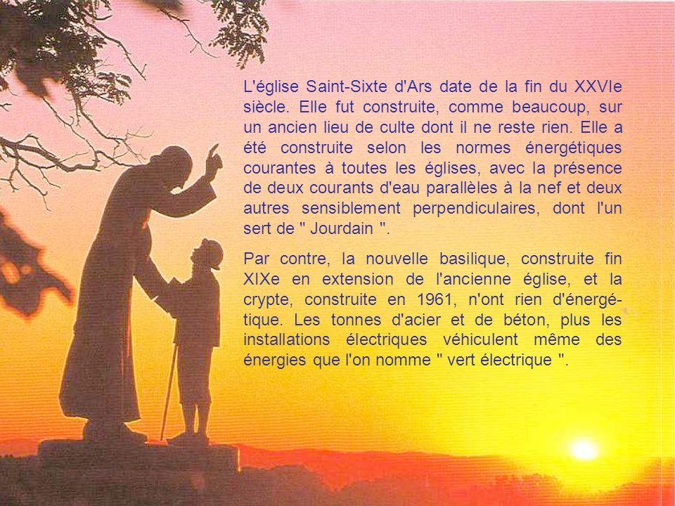 Cette carte postale nous montre en contre-jour la statue réalisée par Louis Castex en 1938, dite Statue de la Rencontre .